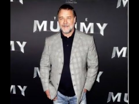 RUSSELL CROWE CELEBRATES DIVORCE BY THROWING AN AUCTION