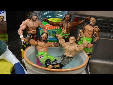 WWE ACTION FIGURE BATH!