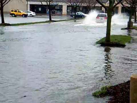 Toyota Sienna vs Chicago Flood