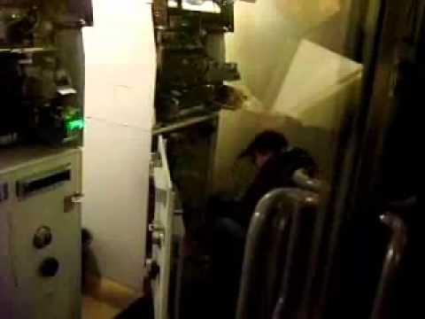 Вскрытие замка банкомата