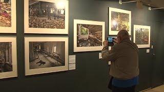Смотреть видео Длинная тень Чернобыля. В Петербурге открылась выставка фотографий, показывающих последствия аварии онлайн