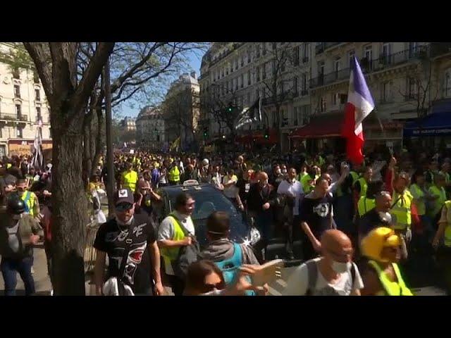 <span class='as_h2'><a href='https://webtv.eklogika.gr/parisi-sygkroyseis-metaxy-kitrinon-gilekon-kai-astynomias' target='_blank' title='Παρίσι: Συγκρούσεις μεταξύ «κίτρινων γιλέκων» και αστυνομίας…'>Παρίσι: Συγκρούσεις μεταξύ «κίτρινων γιλέκων» και αστυνομίας…</a></span>