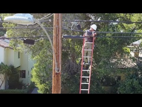 A Day in the Life of a Comcast Technician - YouTube