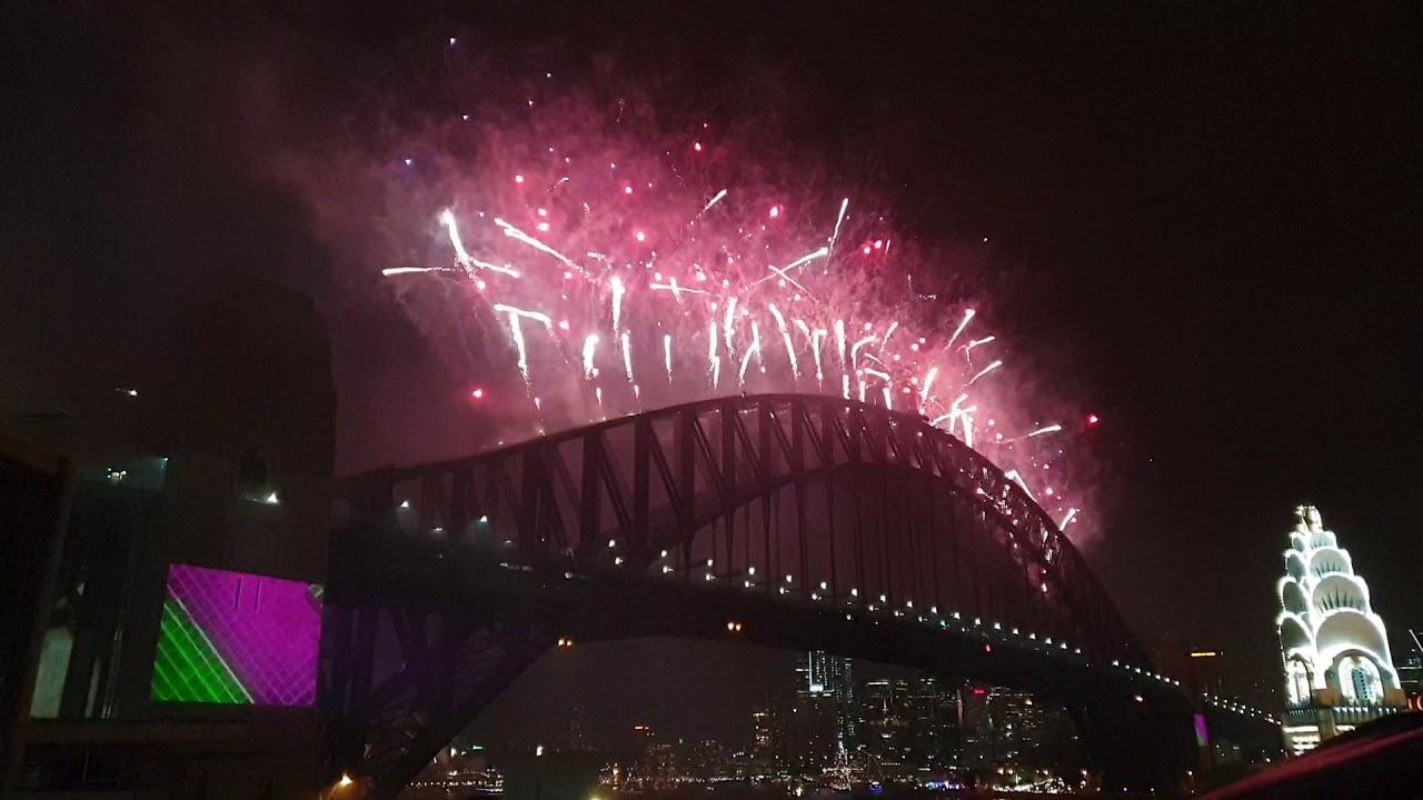 Sydney Fireworks Happy New year 2020 - Sydney - Australia ...