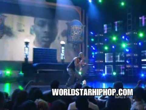 Soulja Boy performs Turn My Swag on LIVE!
