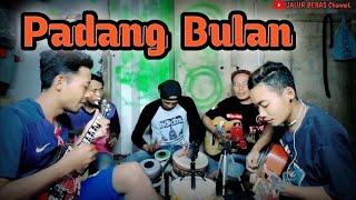 PADANG BULAN||cover pengamen||anak rantau TKI Malaysia