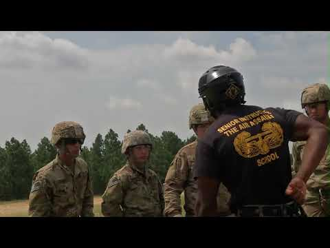 DFN:UH-60 Rappel Army Reserve Best Warrior 2018, FORT BRAGG, NC, UNITED STATES, 06.12.2018