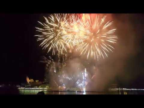 Singapore New Year's Eve Fireworks @ Marina Bay Sands [4K ...