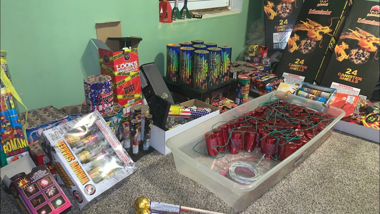2020 FIREWORK SHOPPING!! We bought wayyy too much!!