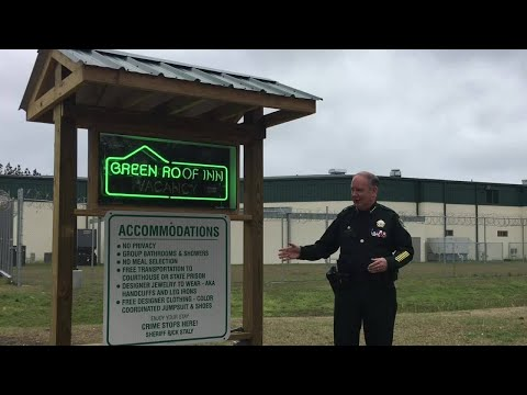 Florida sheriff unveils 'vacancy' sign at county jail