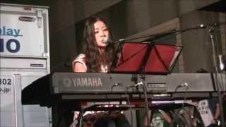 2015年7月18日、滋賀県大津市石山商店街で行われたイベントでのライブの...
