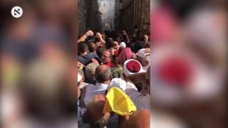 רימוני הלם מושלכים לעבר המתפללים בבאב חוטה