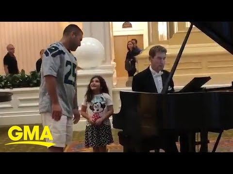 DZL - Video of Dad singing opera in hotel lobby goes viral