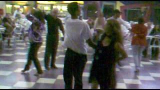 Maicon Pereira dançando no baile (Soltinho)