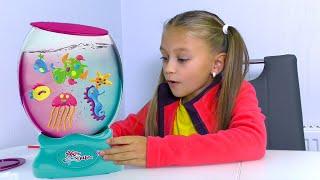 КАК СДЕЛАТЬ Светящийся аквариум с рыбками | Видео для детей | Tiki Taki Cook