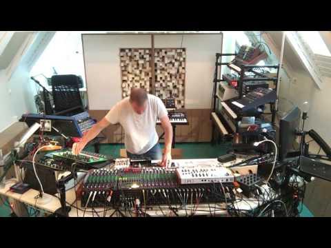Live from the studio: Luigi Tozzi - Wadjet (Wa Wu We's 4th Dimension remix)