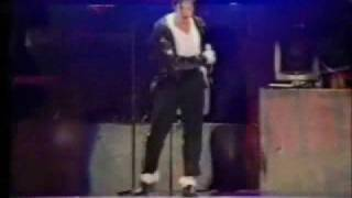 Michael Jackson VS Usher!!! DANCE OFF!!!