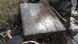 Достали из болота тяжелый немецкий ящик с военным добром. Что нашли внутри Раскопки Юрий Гагарин