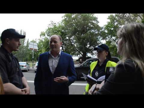 ПНТВ: ПН TV:Исполнительная служба пыталась эвакуировать автомобиль депутата Николаевского облсовета Барны