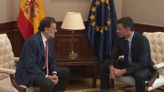 Rajoy y Sánchez pactan elecciones en Cataluña en Enero