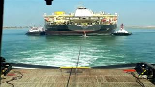 سفينة تكرير نفط عملاقة تعبر قناة السويس وتدفع 5,2 مليون دولار رسوم