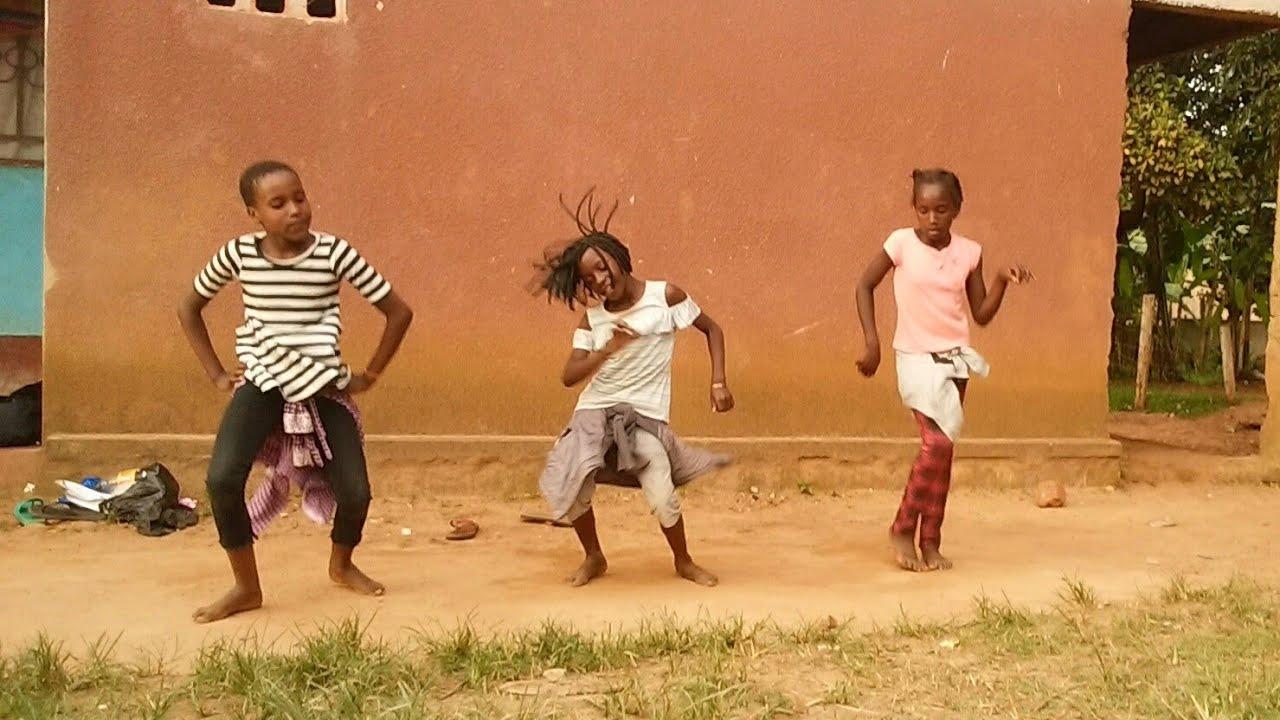 Tunde Ednut Jingle Bell Feat Davido Tiwa Savage Official Dance Video Youtube Nymsy iyawo mi instructional dance video. jingle bell feat davido tiwa savage