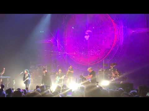 """Toto Sings """"Rosanna"""" At The Chicago Theatre On October 4, 2019."""