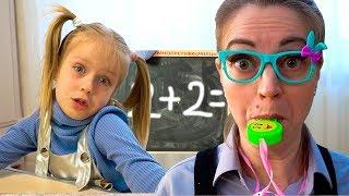 Марго пошла в ШКОЛУ - МАМА как Учитель ведет УРОК