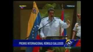 Y así es como Maduro minimiza la bandera de Venezuela ante la de Cuba