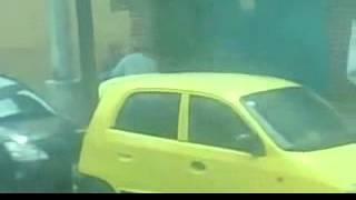 Repeat youtube video Vecinos graban balacera en Tlalnepantla