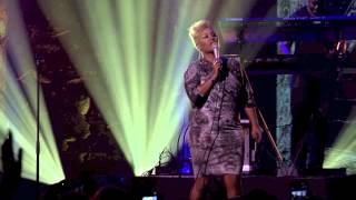 Repeat youtube video Emeli Sandé - Read All About It (Part III) (Live at iTunes Festival 2012)