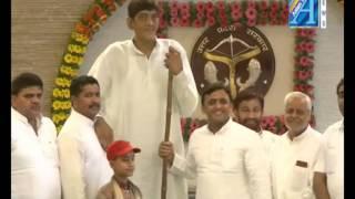 Akhilesh Yadav cm up  byte on longest man in asia Report by ASIAN TV  NEWS