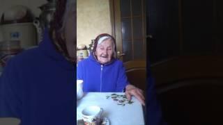 Этой пожилой женщине 95 лет и так красиво исполняет стихи! Респект!
