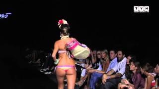 Emamò e Raffaella d'Angelo: Melissa Satta sfila in bikini