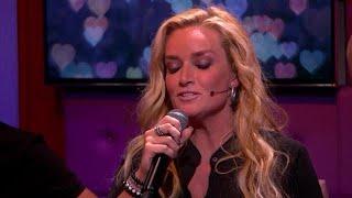 Samantha Steenwijk zingt het ontroerende nummer Vleugels van mijn Vlucht - RTL LATE NIGHT