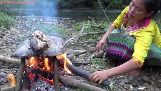Primitive Technology - Catch big fish at river and cooking fish on a rock - Eating delicious