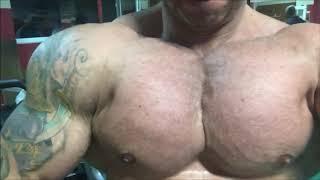 Huge Bulgarian bodybuilder - Pec bouncing