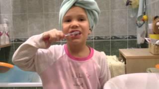 Как правильно чистить зубы детям. Научить чистить зубы.(В данном ролике приведен детальный анализ чистки зубов детьми., 2016-03-08T17:46:07.000Z)