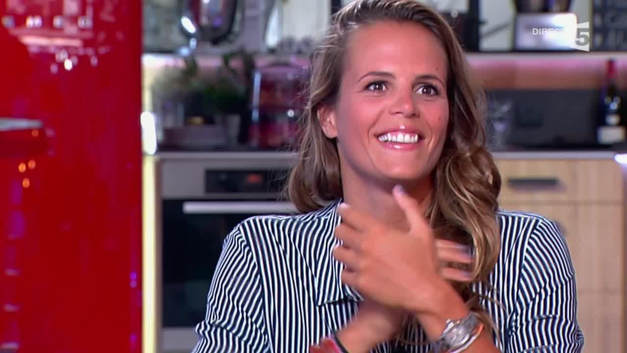 Laure Manaudou raconte ses amours... et ses emmerdes - C à vous - 09/10/2014