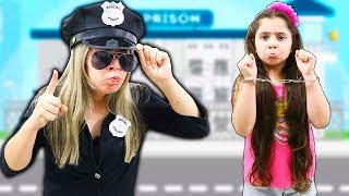 MINHA MÃE FINGE SER POLICIAL PRENDE HELOÍSA (Pretend Play With Police Costume)