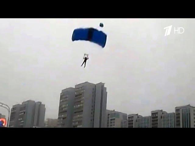 В Москве парашютисты решили приземлиться на дорогу прямо на Ленинском проспекте.