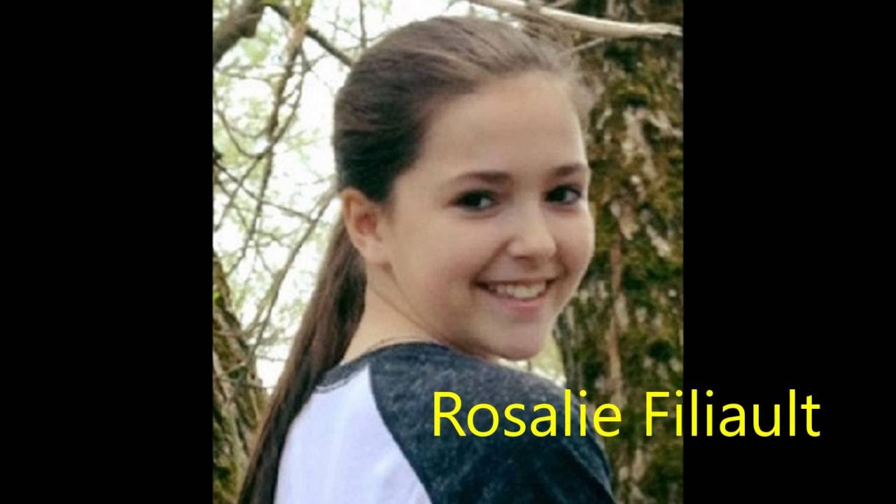 Rosalie Filiault chante Par le chignon du cou - YouTube