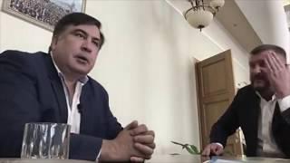 Новый прикол от Саакашвили! Теперь он ест не только галстуки!