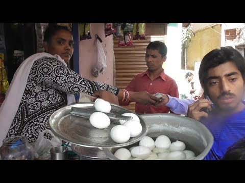 Delhi Lady Manages All - It's A Breakfast Time In Delhi - Double Egg Bread Omelette @ 30 Rs