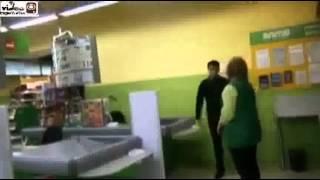 Охраник истеричка в супермаркете (ЖЕСТЬ)
