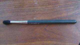 Review MAC 224 Eye Brush