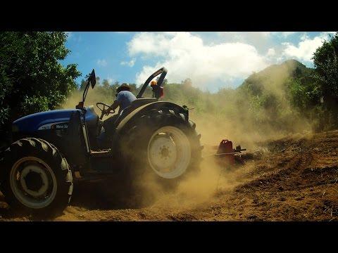 Como arar y surcar la tierra con Tractor
