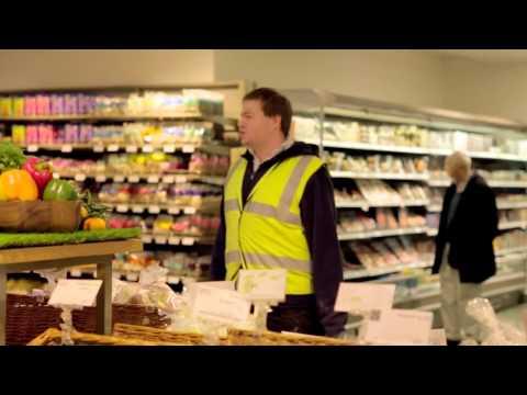 Concerto italiano a sorpresa in un supermercato di Londra