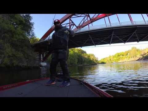 Hudson River Bass fishing JerK Cuts me off !!!!