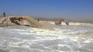 شاهد مياه قناة السويس الجديدة تشق رمال سيناء فى أحواض الترسيب